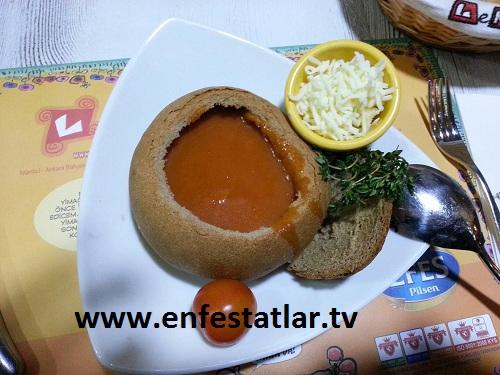 Ekmek İçi Domates Çorbası