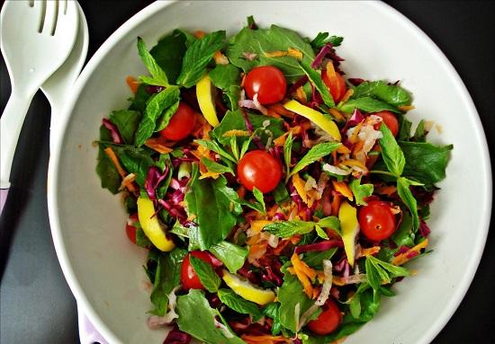Otlu Sebze Salatası